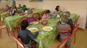 Apelują o wydłużenie przerwy obiadowej w szkołach. Żeby nie marnować jedzenia