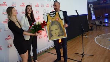03-10-2016 19:14 Siatkarska szkoła otrzymała imię zmarłej mistrzyni Agaty Mróz