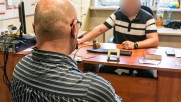 08-06-2017 16:34 Pedofil chciał spotkać się z 13-latką. Miał reklamówkę pełną akcesoriów erotycznych