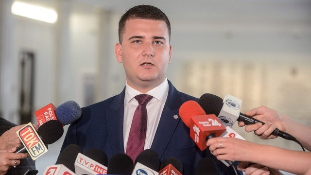 Misiewicz wystąpił o zawieszenie w funkcjach w MON