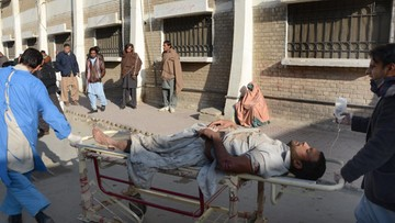 13-01-2016 07:32 Pakistan: 14 zabitych w ataku przed ośrodkiem szczepień na polio