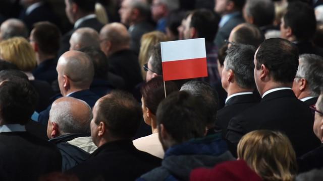 MEN przekaże pakiety patriotyczne dla szkół polskich za granicą