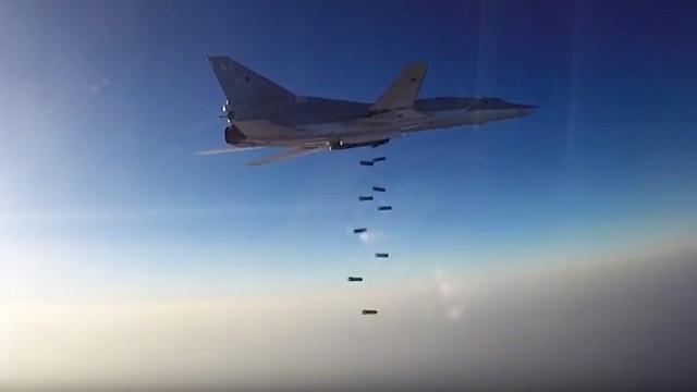 Rosja: pierwsze samoloty wycofane z Syrii