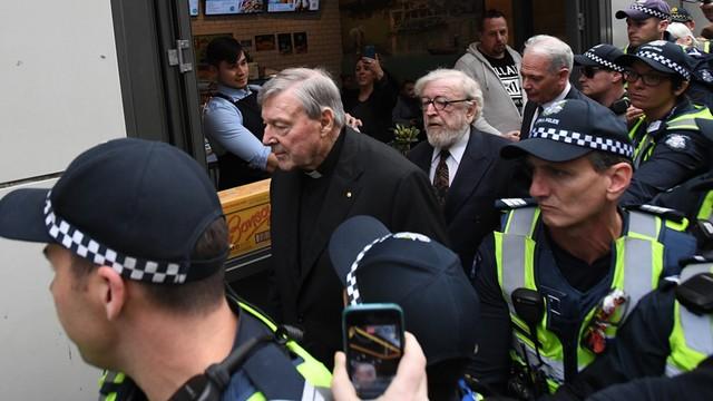 Rozpoczął się proces kardynała Pella - bliski współpracownik papieża jest oskarżony o pedofilię