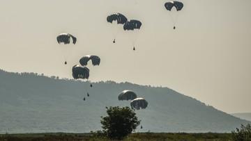 Spadochroniarze armii USA skakali z transportowców. Wylądowali w rumuńskim szpitalu