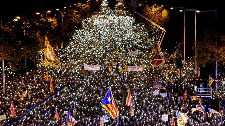 """""""SOS demokracja"""". Setki tysięcy ludzi za uwolnieniem katalońskich polityków"""