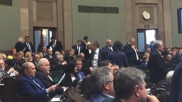 Sejm uczcił Mazowieckiego. Ale nie cały; część posłów wyszła z sali