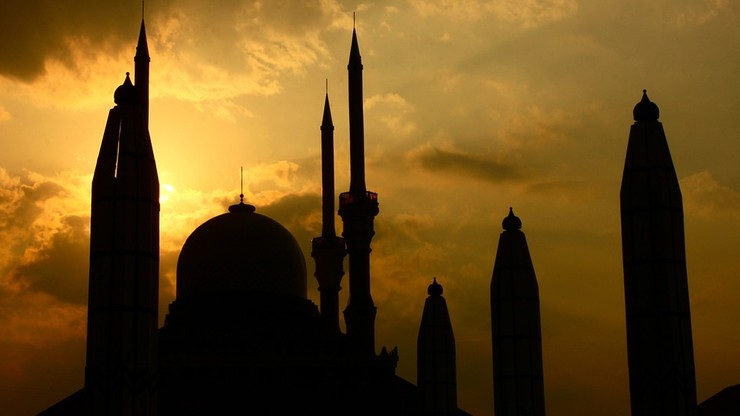 """""""Zabić muzułmanów"""" i swastyki na meczecie w Sztokholmie. Sprawcy poszukiwani"""