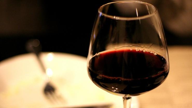 Sklepów z alkoholem jest w Polsce czterokrotnie więcej, niż dopuszcza norma WHO. Gminy ograniczą dostępność napojów wyskokowych?