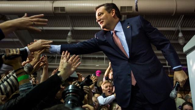 Senator Cruz pokonał Trumpa i wygrał republikańskie prawybory w Iowa