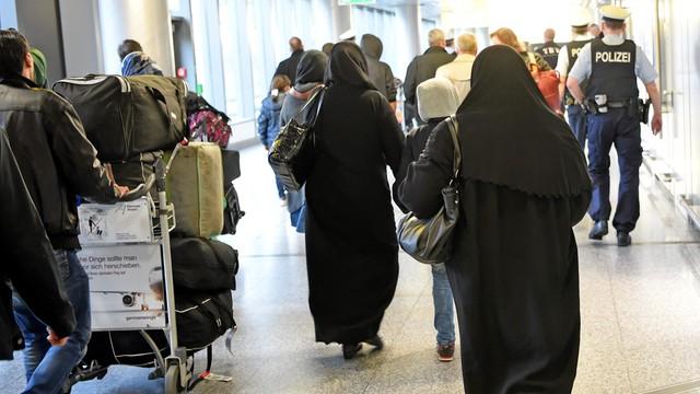 Niemcy: pierwsza grupa Syryjczyków wylądowała w Hanowerze