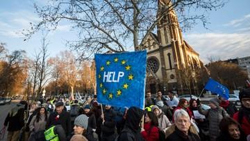 16-01-2016 17:50 Węgry: 200 osób protestowało przed ambasadą RP w Budapeszcie