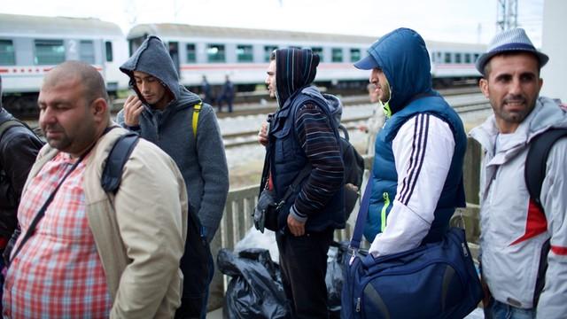 Relokacja uchodźców w UE działa bardzo słabo