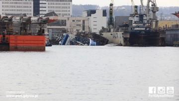 27-04-2017 16:54 Statek w gdyńskiej stoczni przechylił się i nabrał wody. Sprawę zbada komisja
