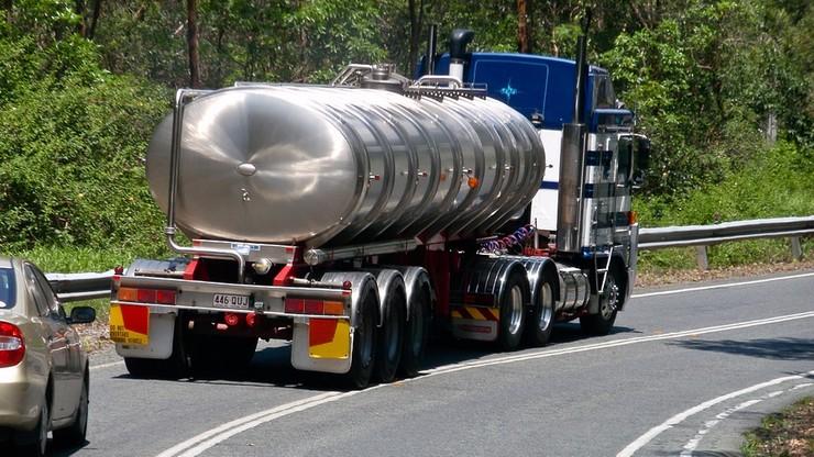"""""""Smok Wawelski"""" skontroluje liczniki cystern z LNG"""