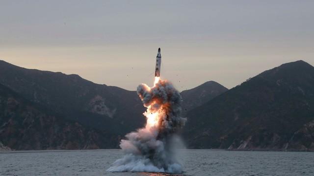 Korea Płn. wystrzeliła pocisk z okrętu podwodnego - ale nie wszystko poszło jak trzeba