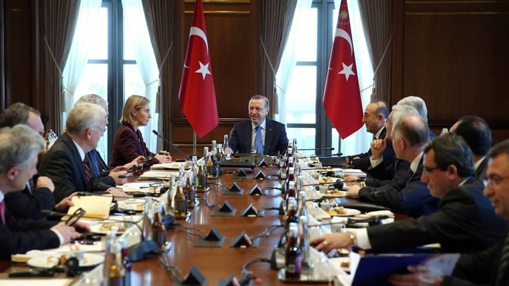 Turcja domaga się od UE 5 mld euro na uchodźców