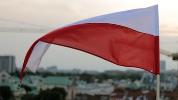 Zdjęli biało-czerwoną flagę ze ściany i ją zdeptali. Trzech młodych Niemców zatrzymanych