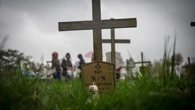 Poznań - z uwagi na wichury niewykluczone czasowe zamknięcie cmentarzy