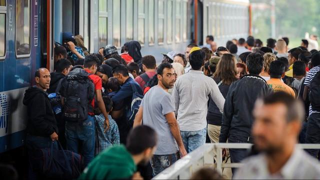 Niemcy: pierwszy specjalny pociąg z uchodźcami dotarł do Monachium