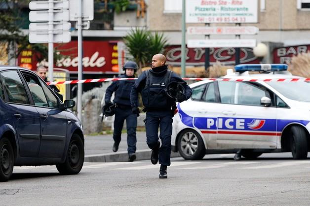 Francja: strzelanina pod Paryżem, dwie osoby ciężko ranne