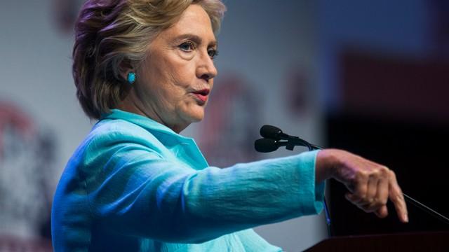 USA: Clinton ujawniła zeznanie podatkowe, wzywa Trumpa do tego samego