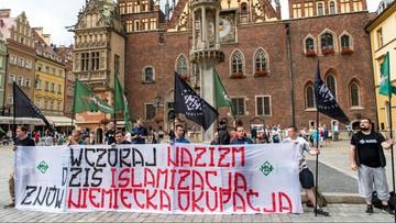 """08-07-2017 16:40 """"Wczoraj nazizm, dziś islamizacja"""" i """"Wrocław wita uchodźców"""". Manifestacje we Wrocławiu"""