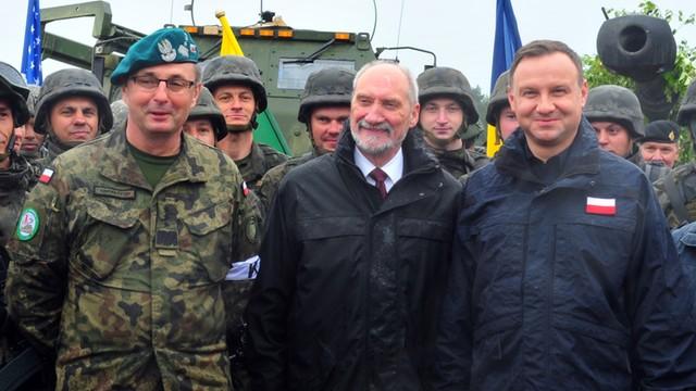 Nowoczesna: Macierewicz tworzy prywatną armię kosztem obronności Polski