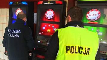 """10-05-2017 12:12 Polowanie na """"jednorękich bandytów"""". W Bydgoszczy policja walczy z nielegalnym hazardem"""