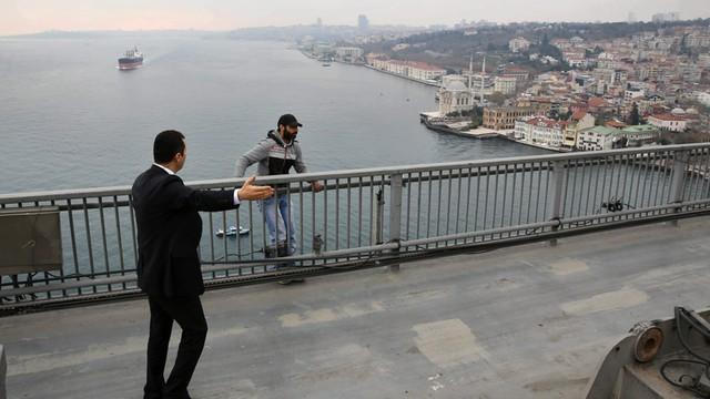Turcja: Prezydent Erdogan odwiódł samobójcę od targnięcia się na życie