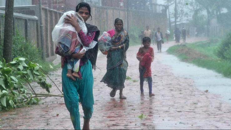 Bangladesz: 500 tys. osób ewakuowanych z powodu cyklonu
