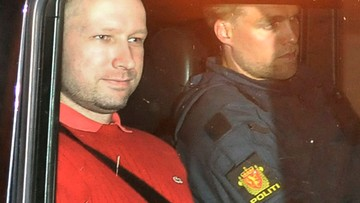"""09-06-2017 10:54 """"Kontrole osobiste nago, budzenie w nocy, częste skuwanie kajdankami"""". Breivik zaskarży Norwegię do Strasburga"""