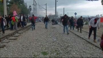 29-02-2016 12:36 Gaz łzawiący przeciwko migrantom na granicy grecko-macedońskiej