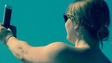 19-08-2016 06:15 Selfie-fotomontaż, czyli wakacyjne kłamstwo Włochów
