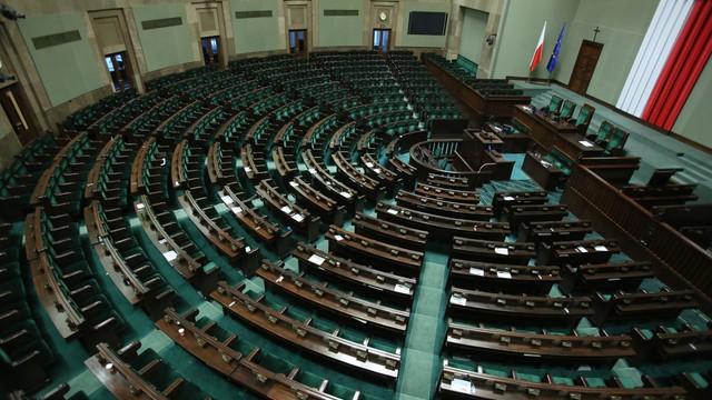 CBOS: wyraźnie pogorszyły się oceny sytuacji politycznej w Polsce