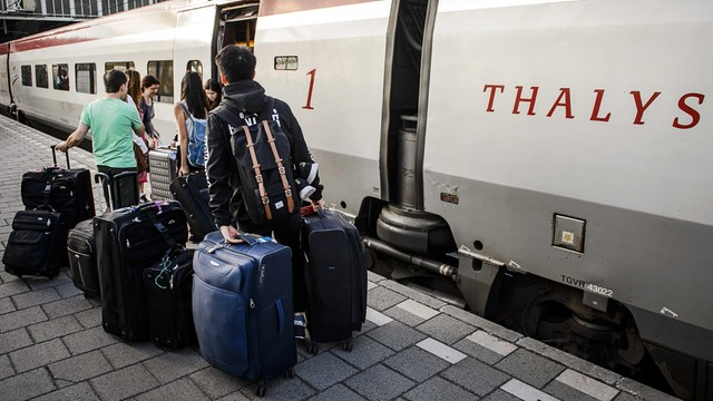 Napastnik z pociągu do Paryża szkolił się w Syrii?