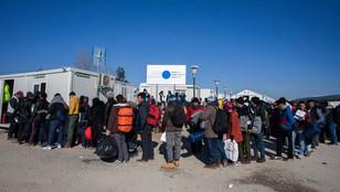 Unijny spór o uchodźców. Kto przyjmie 30 tysięcy ludzi?