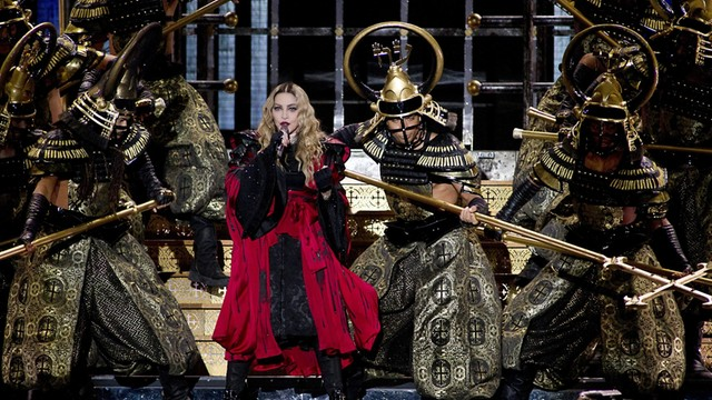 Francja: Spontaniczny koncert Madonny w hołdzie ofiarom zamachów