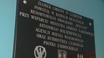 02-02-2017 18:00 Nazwisko Macierewicza na pamiątkowej tablicy w... żłobku