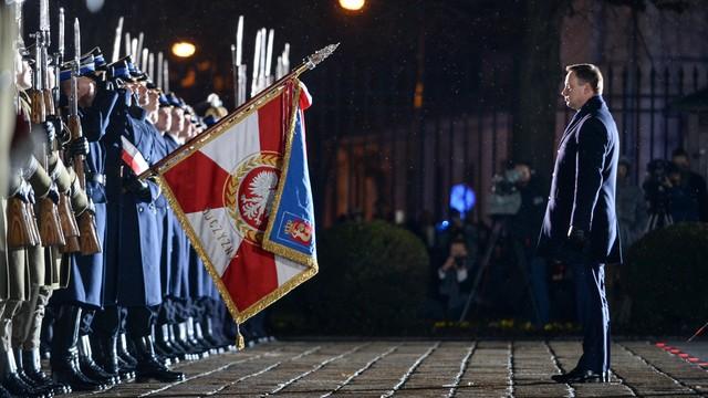 PO: PiS chce upolitycznić polskie wojsko