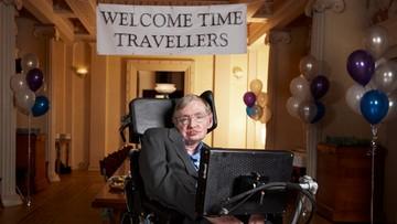 """10-11-2017 14:50 Hawking ostrzega przed zagładą ludzkości. """"Ziemia zamieni się w kulę ognia"""""""