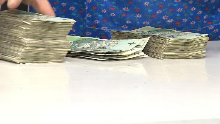 Kobiety w Polsce zarabiają średnio o 700 zł mniej niż mężczyźni. Ministerstwo uruchomiło program do walki z dyskryminacją płacową