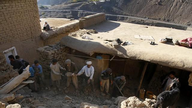 Afganistan: talibowie przejęli kontrolę nad częścią obszarów dotkniętych trzęsieniem ziemi