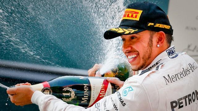 Lewis Hamilton podpisał trzyletni kontrakt z Mercedesem GP