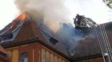 24-06-2017 16:35 Pożar w Olsztynie. Zapalił się dawny budynek jednostki wojskowej