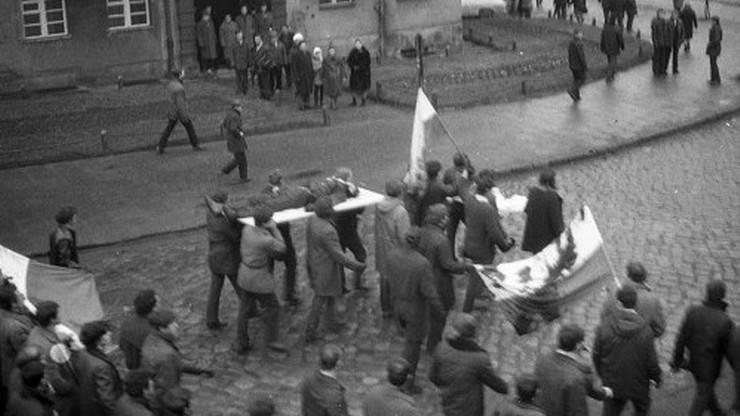 """45. rocznica masakry na Wybrzeżu. """"Janek Wiśniewski padł"""""""
