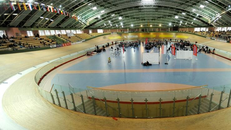 Tenisiści stołowi na torze kolarskim w Pruszkowie