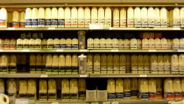 27-09-2016 18:54 Rolnicy będą produkować mniej mleka - ale chcą pieniędzy