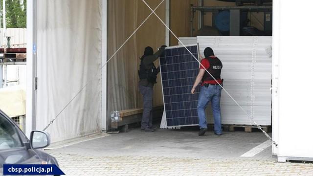 Polscy i niemieccy policjanci rozbili grupę złodziei paneli fotowoltaicznych