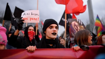 """Antyfaszyści manifestowali w Warszawie. """"Za wolność waszą i naszą"""""""